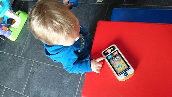 Mick en de Vtech Baby Smartphone