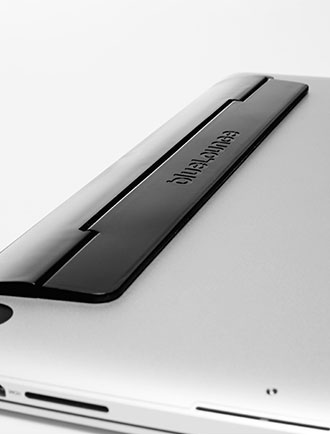 Bluelounge-Kickflip-MacBook-Pro-Plat