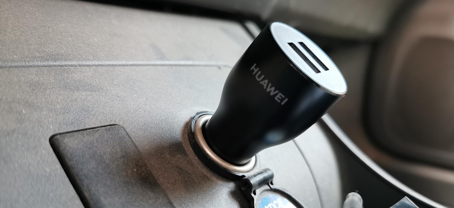 Huawei Car Charger SuperCharge in de auto