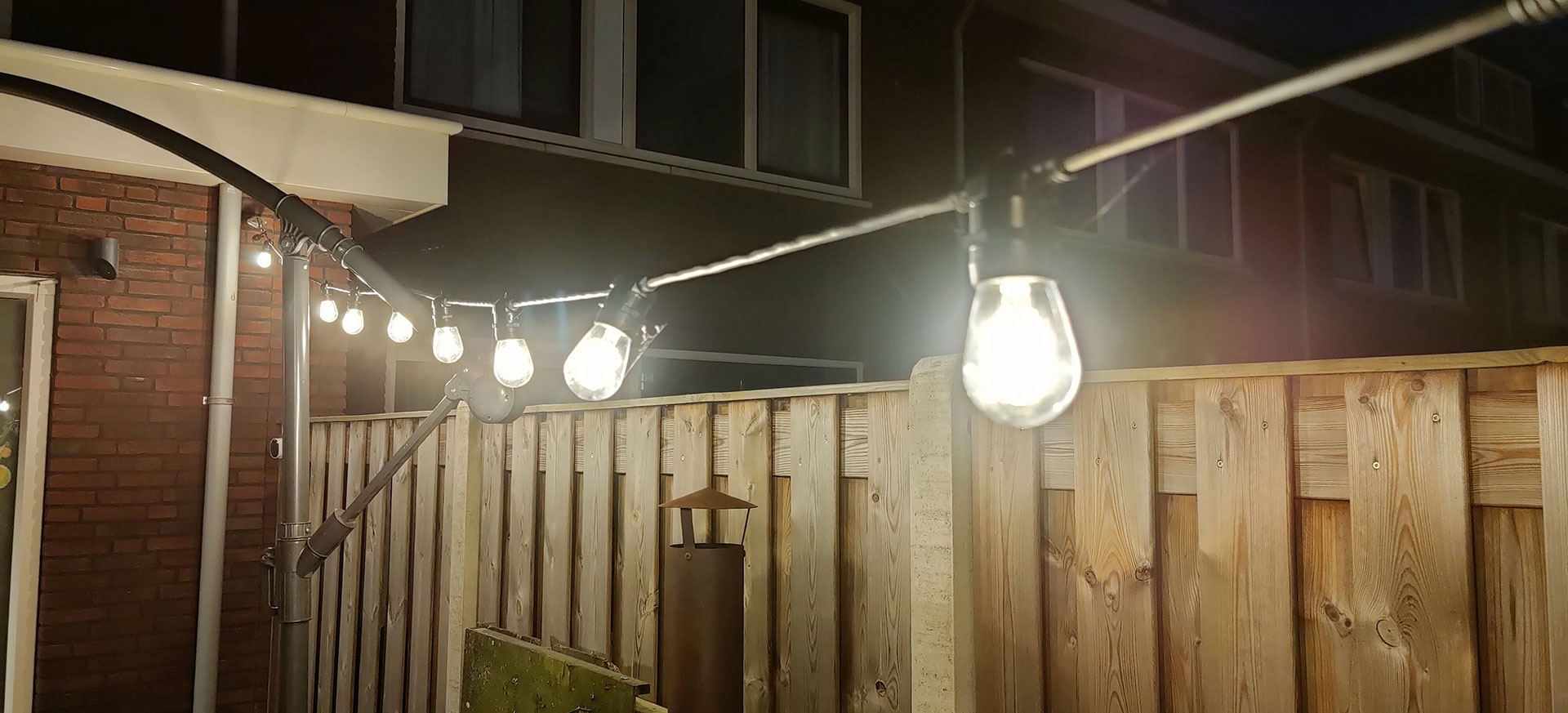 DreamLED Outdoor LED String OLS-810 in de nacht
