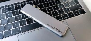 Minix USB-C Multiport SSD Storage Hub 480GB op een MacBook Pro 13 2017