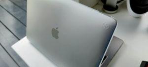 Speck SmartShell for MacBook Pro 13 logo