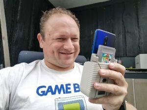 Arjan test de Hyperkin Smartboy met de OnePlus 7T